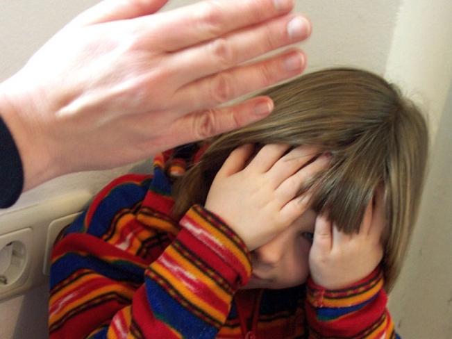 Уголовное дело завели наизбивавшего дочь смолянина